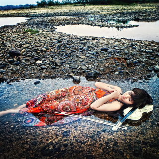 Asian Girl And Violin - Obrázkek zdarma pro 2048x2048