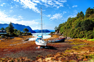 Boat in Alaska Background for Android, iPhone and iPad