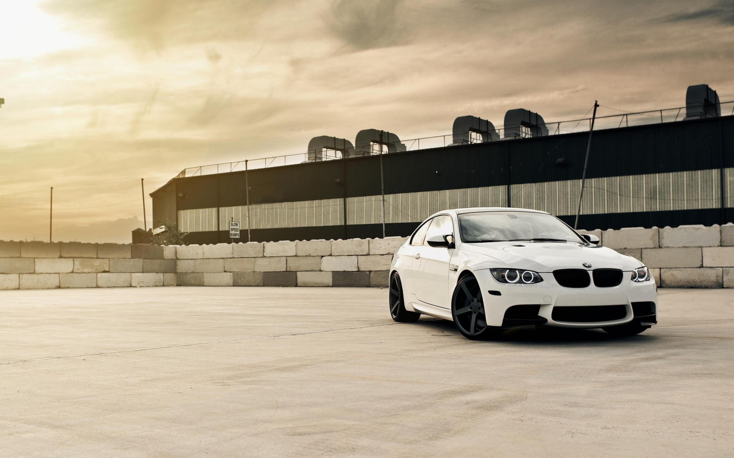 серо-белая BMW  № 477552 без смс