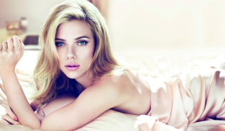 Scarlett Johansson Sensuous Wallpaper for Android, iPhone and iPad
