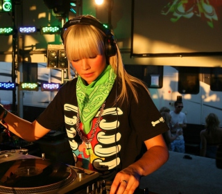 Nightclub B-style DJ - Obrázkek zdarma pro iPad 2
