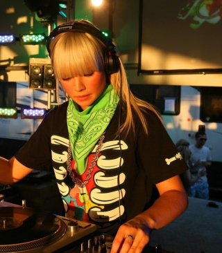 Nightclub B-style DJ - Obrázkek zdarma pro Nokia C3-01 Gold Edition