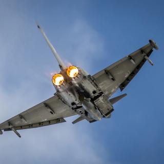 Typhoon Aircraft - Obrázkek zdarma pro iPad 2
