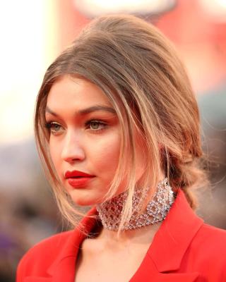 Gigi Hadid Super Model - Obrázkek zdarma pro Nokia Asha 306