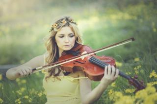 Girl Violinist - Obrázkek zdarma pro Fullscreen Desktop 1280x1024