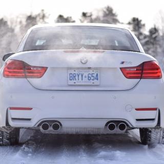 BMW M4 - Obrázkek zdarma pro iPad 2