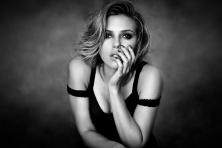 Free Scarlett Johansson Black And White Picture for Android, iPhone and iPad