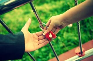 Love Lock - Obrázkek zdarma pro 2880x1920