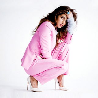 Priyanka Chopra on High Heels - Obrázkek zdarma pro iPad 3