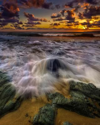Seashore with big stones UHD - Obrázkek zdarma pro 320x480