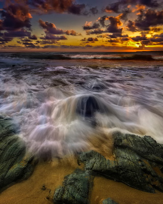 Seashore with big stones UHD - Obrázkek zdarma pro iPhone 4