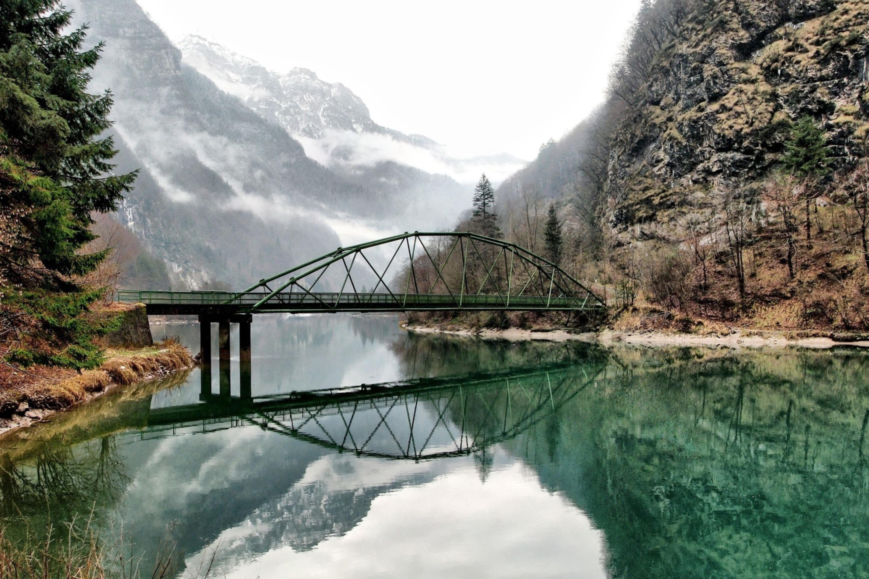 Мост через речку в ущелье  № 2239356  скачать