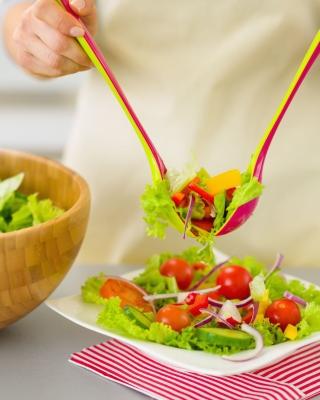 Salad with tomatoes - Obrázkek zdarma pro 768x1280