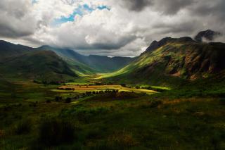 Green Hills Of England - Obrázkek zdarma pro HTC Desire HD