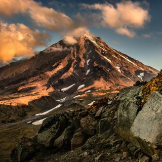 Koryaksky Volcano on Kamchatka - Obrázkek zdarma pro 208x208
