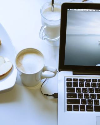 Apple - MacBook Pro - Obrázkek zdarma pro iPhone 6 Plus