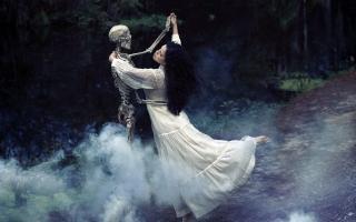 Girl Dancing With Skeleton - Obrázkek zdarma pro Samsung Galaxy A