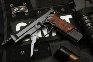 Beretta 93R - Obrázkek zdarma pro HTC EVO 4G