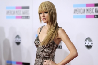 Taylor Swift On Red Carpet Background for Android, iPhone and iPad