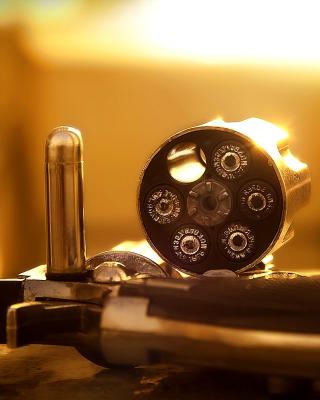 Revolver with Handgun Cartridges - Obrázkek zdarma pro iPhone 6