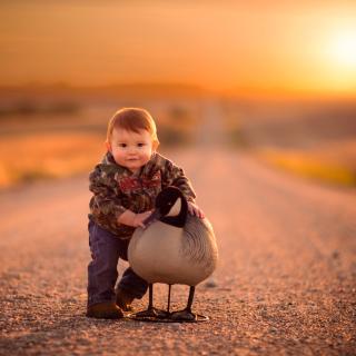Kid and Duck - Obrázkek zdarma pro iPad mini