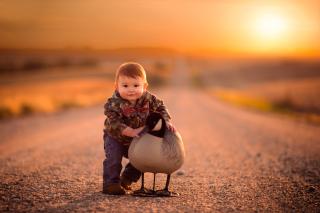 Kid and Duck - Obrázkek zdarma pro Samsung Galaxy Tab 4 7.0 LTE