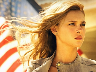 Nicola Peltz In Transformers 4 Background for Android, iPhone and iPad