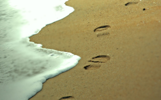 Footprints On Sand Picture for Android, iPhone and iPad
