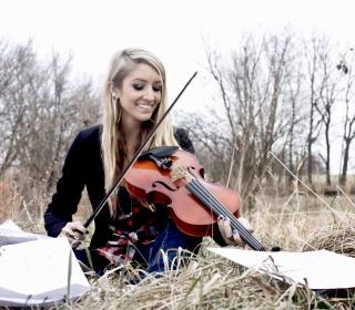 Blonde Girl Playing Violin - Obrázkek zdarma pro 2048x2048