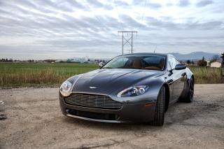 Aston Martin V8 Vantage - Obrázkek zdarma pro LG P500 Optimus One