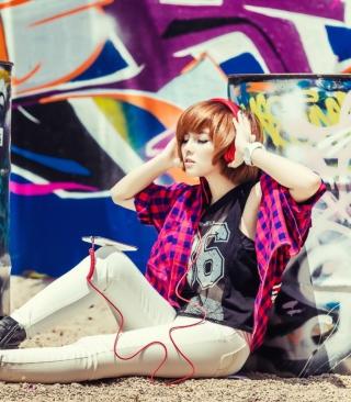Graffiti Girl Listening To Music - Obrázkek zdarma pro Nokia C2-00