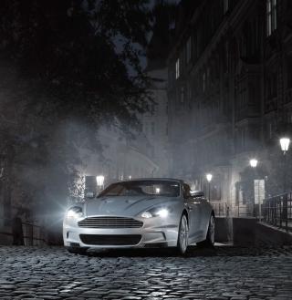 White Aston Martin At Night - Obrázkek zdarma pro iPad
