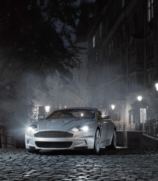 White Aston Martin At Night - Obrázkek zdarma pro 132x176