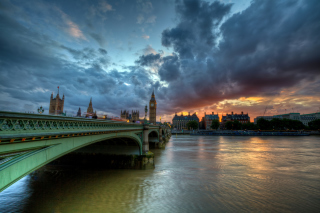 Westminster bridge on Thames River Picture for Android, iPhone and iPad