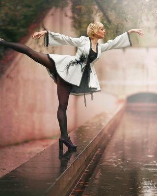 Ballerina Dance in Rain - Obrázkek zdarma pro Nokia Lumia 810