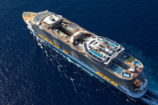 Allure of the Seas Cruise Ship - Obrázkek zdarma pro Desktop Netbook 1366x768 HD
