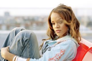 Free Rihanna Picture for Android, iPhone and iPad