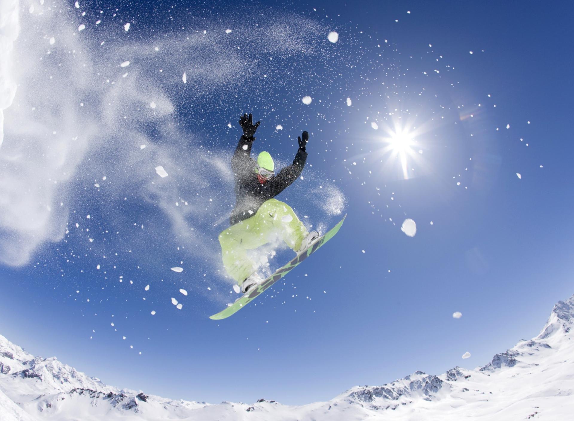 сноубордист вираж снег солнце  № 3559597 без смс