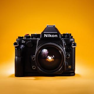 Nikon FX & DX - Obrázkek zdarma pro iPad 3
