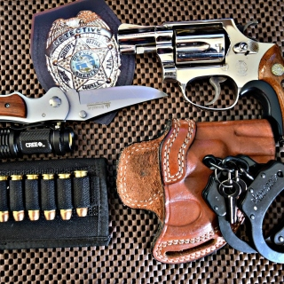 Colt, handcuffs and knife - Obrázkek zdarma pro iPad 2