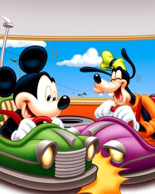 Mickey Mouse in Amusement Park - Obrázkek zdarma pro 640x1136