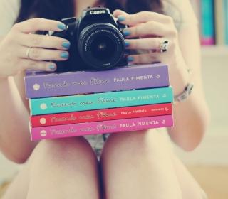 Girl Studying Photography - Obrázkek zdarma pro 128x128