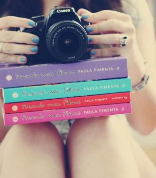 Girl Studying Photography - Obrázkek zdarma pro Nokia X2-02