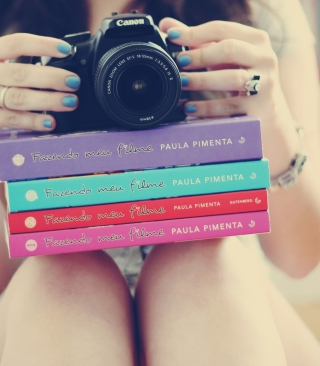 Girl Studying Photography - Obrázkek zdarma pro Nokia Lumia 620