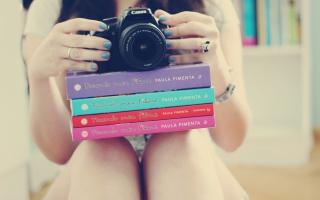 Girl Studying Photography - Obrázkek zdarma pro Sony Xperia C3