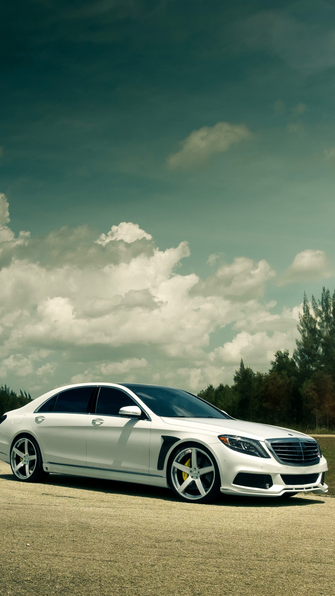 Mercedes- Benz S550 Tuned Brabus Wallpaper for iPhone 6 Plus