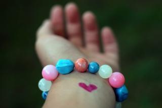 Heart And Colored Marbles Bracelet - Fondos de pantalla gratis para Sony Ericsson XPERIA PLAY