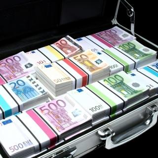 Bundle Of Euro Banknotes - Obrázkek zdarma pro 1024x1024