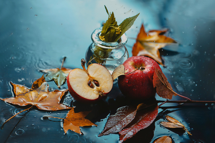 Autumn Red Apple and Leaves wallpaper