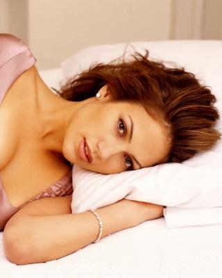 Jennifer Lopez In The Bed - Obrázkek zdarma pro iPhone 5S